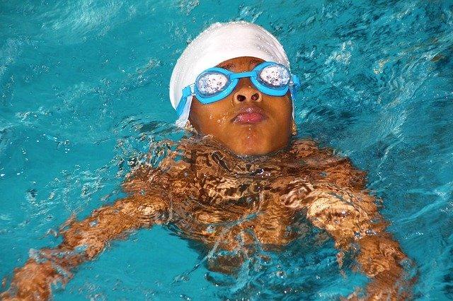 Conseils pour préparer votre enfant aux cours de natation